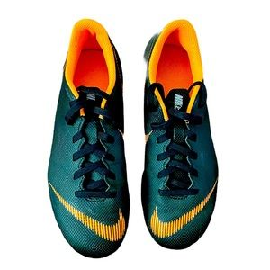 EUC Nike cleats 5 Youth
